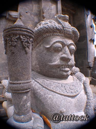 Patung Dwarapala. Penjaga situs Kawitan